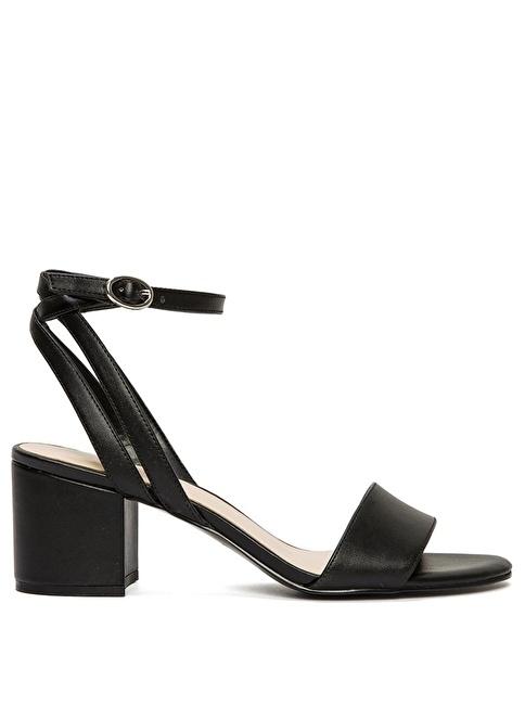 Nine West Kalın Topuklu Deri Sandalet Siyah